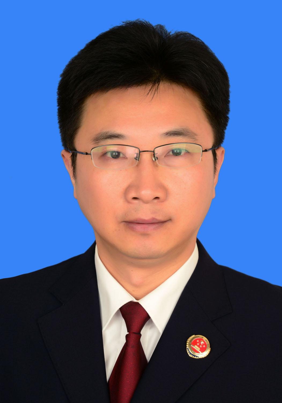 王立新,男,1968年4月生,汉族,南通市通州区人,1996年6月加入中国